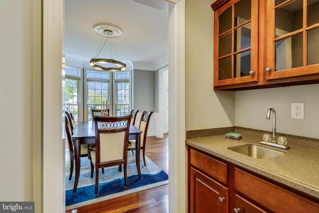 Wet bar. - 208 ROSALIE COVE CT, SILVER SPRING