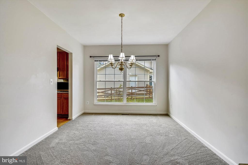 FORMAL DINING ROOM WITH NEW CARPET - 20672 PARKSIDE CIR, STERLING