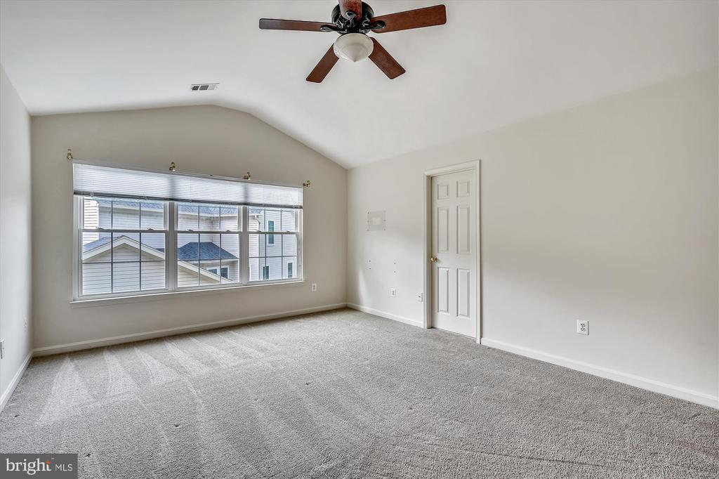OWNERS SUITE - 20672 PARKSIDE CIR, STERLING