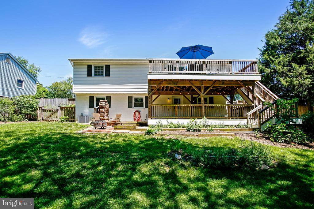 Multi Level Deck, Patio and Fire Pit - 6508 HAYSTACK RD, ALEXANDRIA