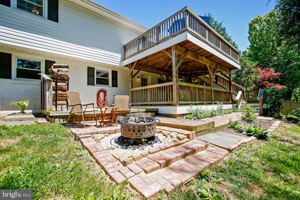 Outdoor Entertaining at its Best! - 6508 HAYSTACK RD, ALEXANDRIA