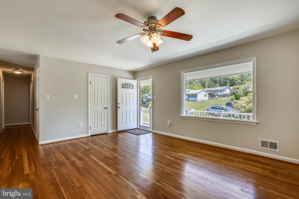 Large Picture Window provides great  Natural Light - 6508 HAYSTACK RD, ALEXANDRIA