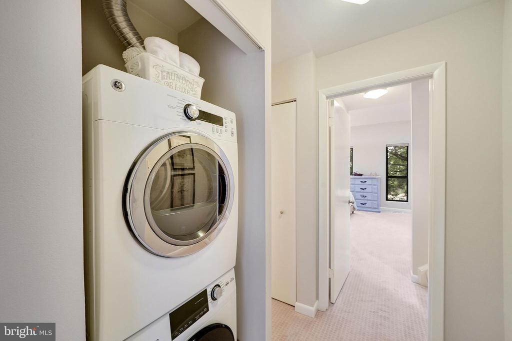 convenient laundry between bedrooms - 4427 7TH ST N, ARLINGTON