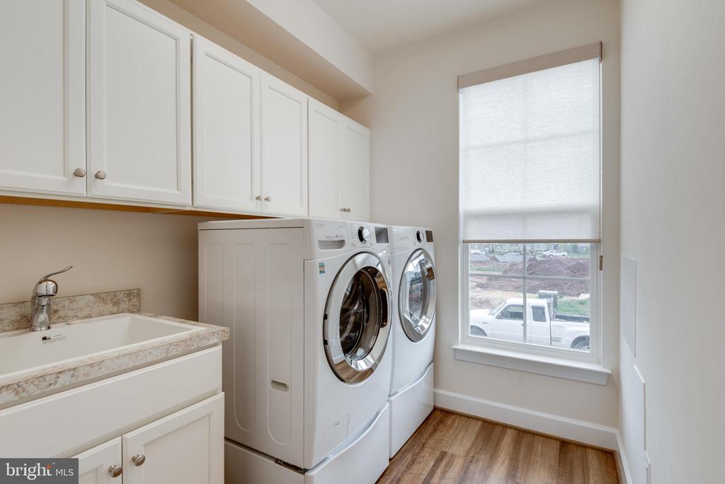 Main level laundry room with added cabinetry - 42758 AUTUMN DAY TERRACE, ASHBURN