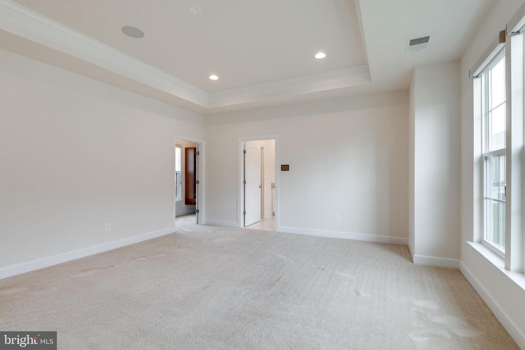 Main level primary bedroom with builder bump out. - 42758 AUTUMN DAY TERRACE, ASHBURN