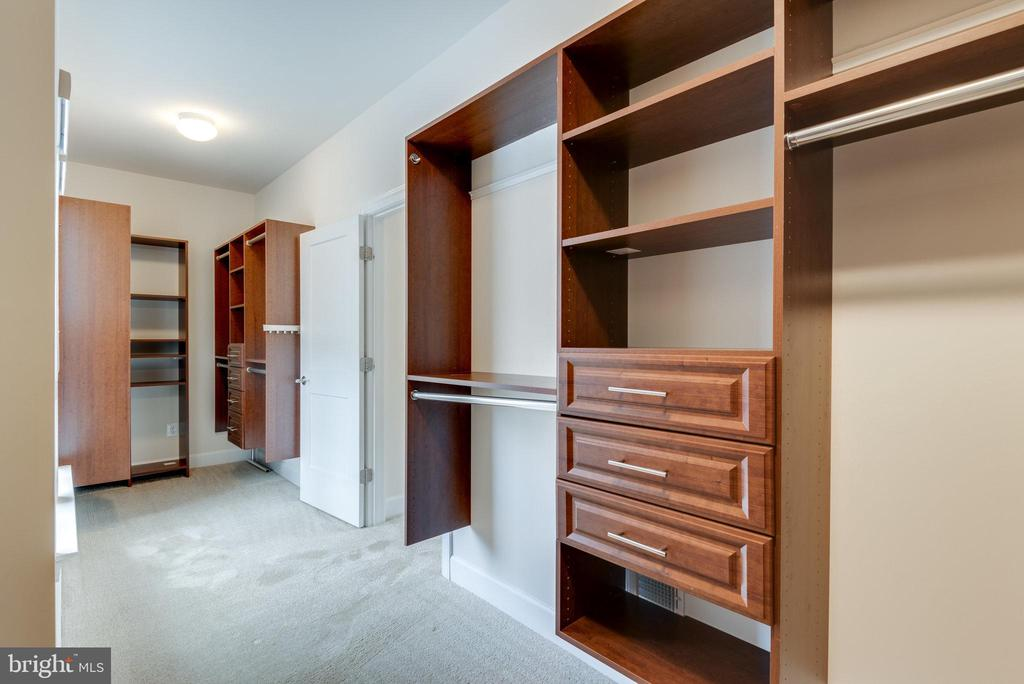 Huge closet in the primary bedroom - 42758 AUTUMN DAY TERRACE, ASHBURN