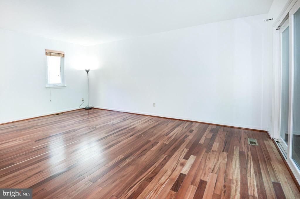 Living Room - 1607 PARK OVERLOOK DR, RESTON