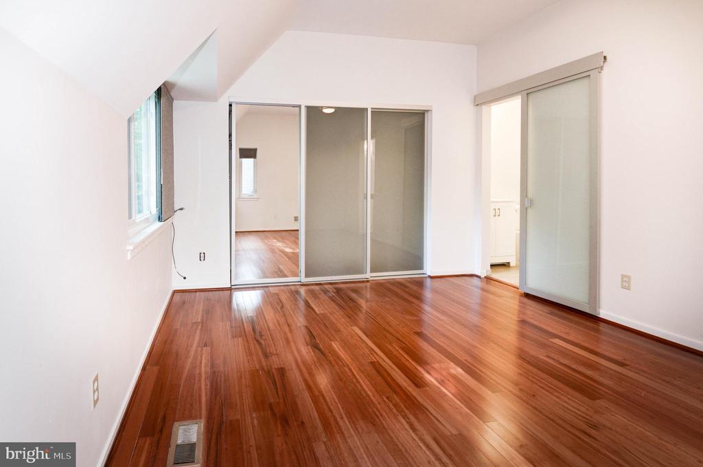 Primary Bedroom - 1607 PARK OVERLOOK DR, RESTON