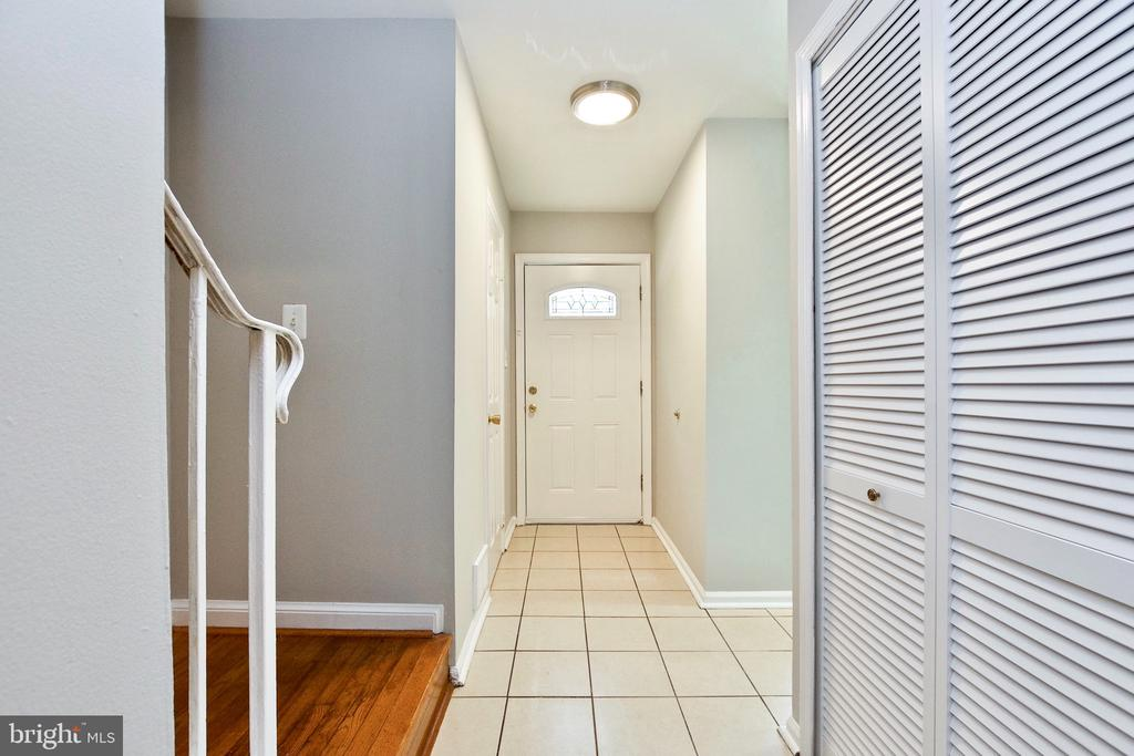 Tiled Entry Way and Coat Closet - 9453 CLOVERDALE CT, BURKE