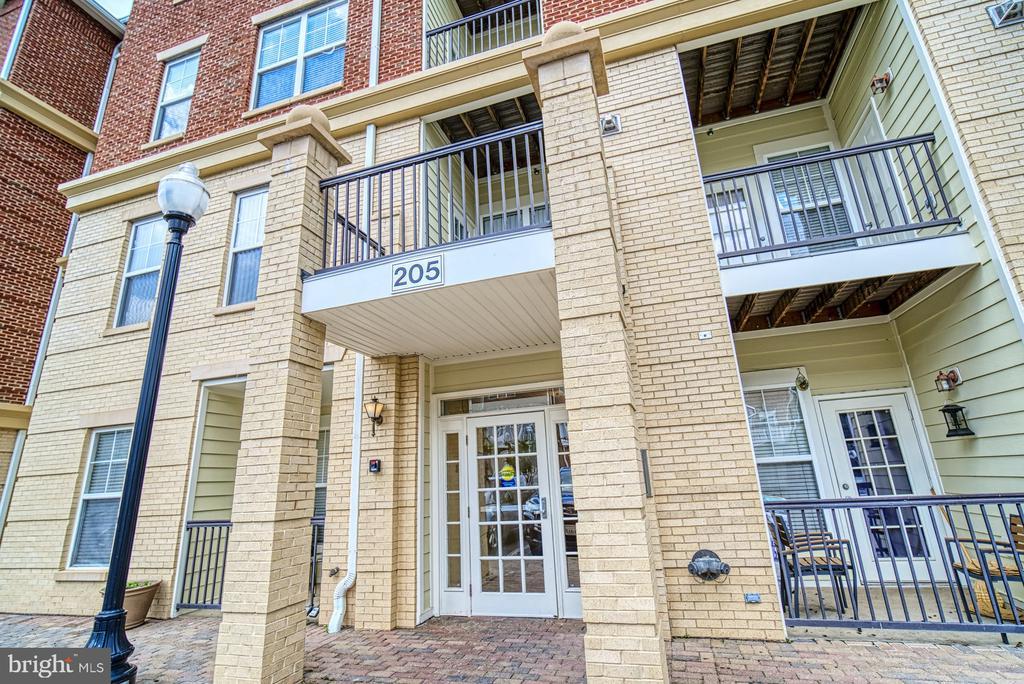- 205 MEETING HOUSE STATION SQ #301, HERNDON