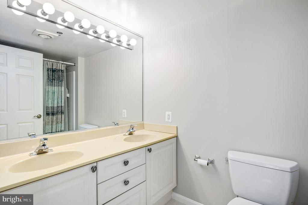 Primary Bathroom - 19385 CYPRESS RIDGE TER #219, LEESBURG