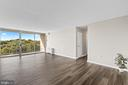 Huge living room - 2500 N VAN DORN #1128, ALEXANDRIA