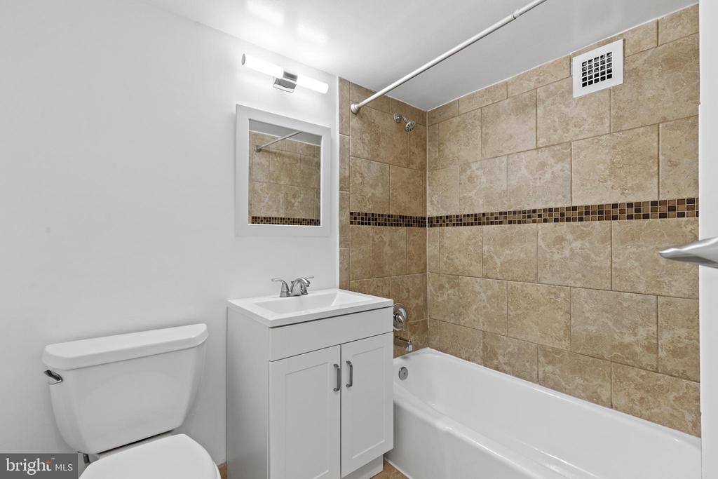 Master bathroom. - 2500 N VAN DORN #1128, ALEXANDRIA