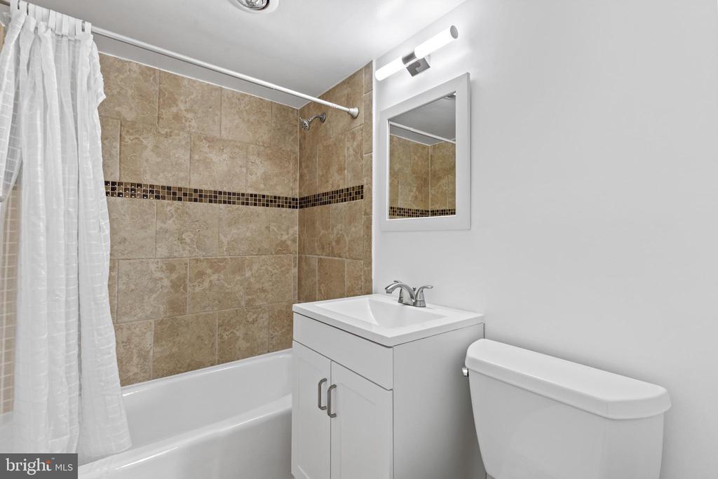 2nd bath. - 2500 N VAN DORN #1128, ALEXANDRIA