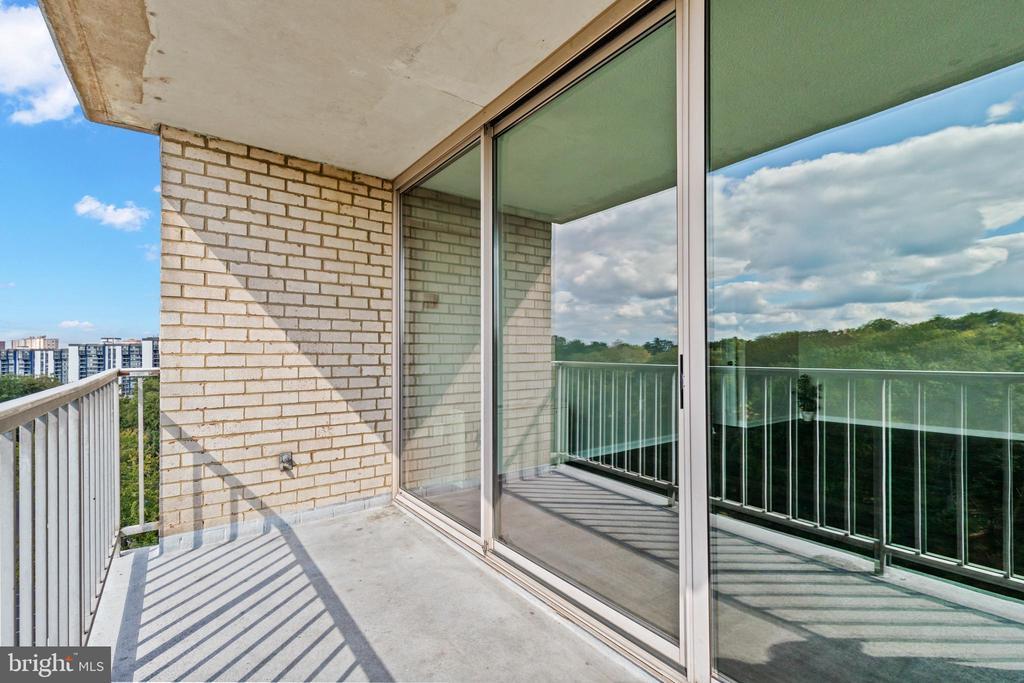 Balcony. - 2500 N VAN DORN #1128, ALEXANDRIA