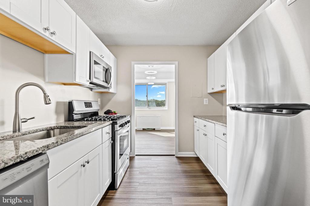 New kitchen! - 2500 N VAN DORN #1128, ALEXANDRIA