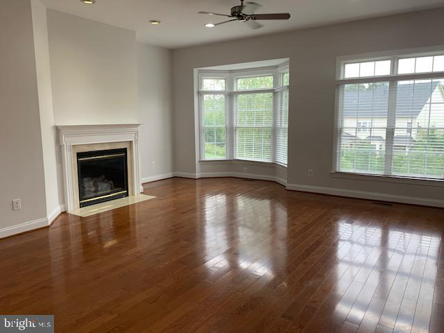 Spacious sunny family room flooded with sunlight - 43512 STARGELL TER, LEESBURG