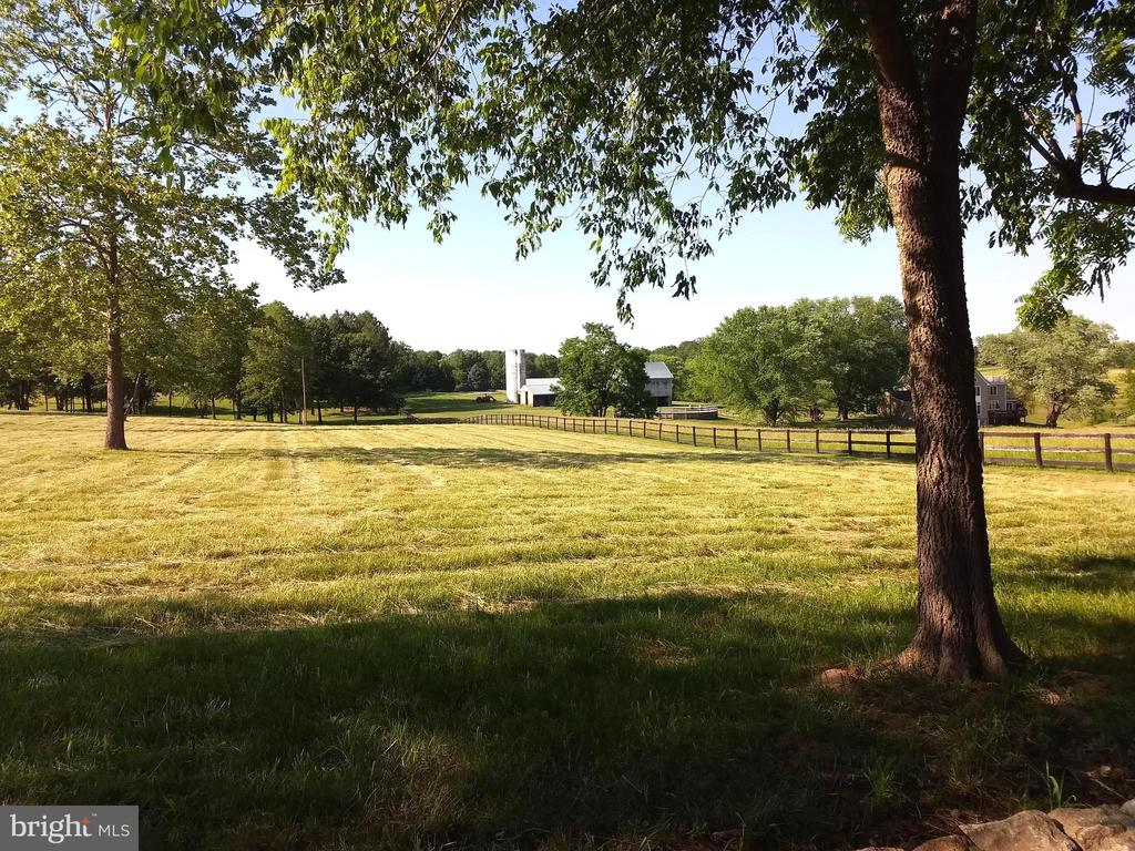 peaceful old farm next door - 20707 ST LOUIS RD, PURCELLVILLE
