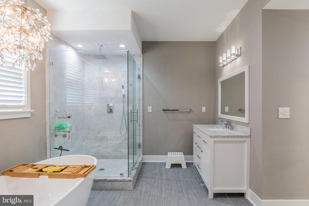 Two beautiful large vanities - 3501 QUEEN ANNE DR, FAIRFAX