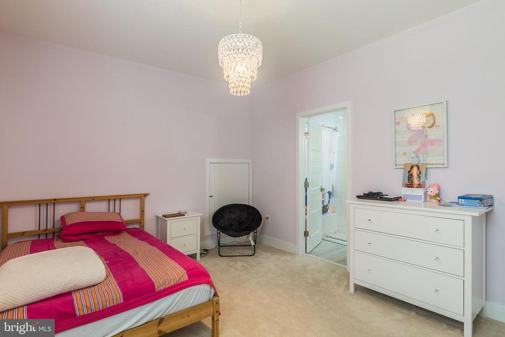 Secondary bedroom - 3501 QUEEN ANNE DR, FAIRFAX