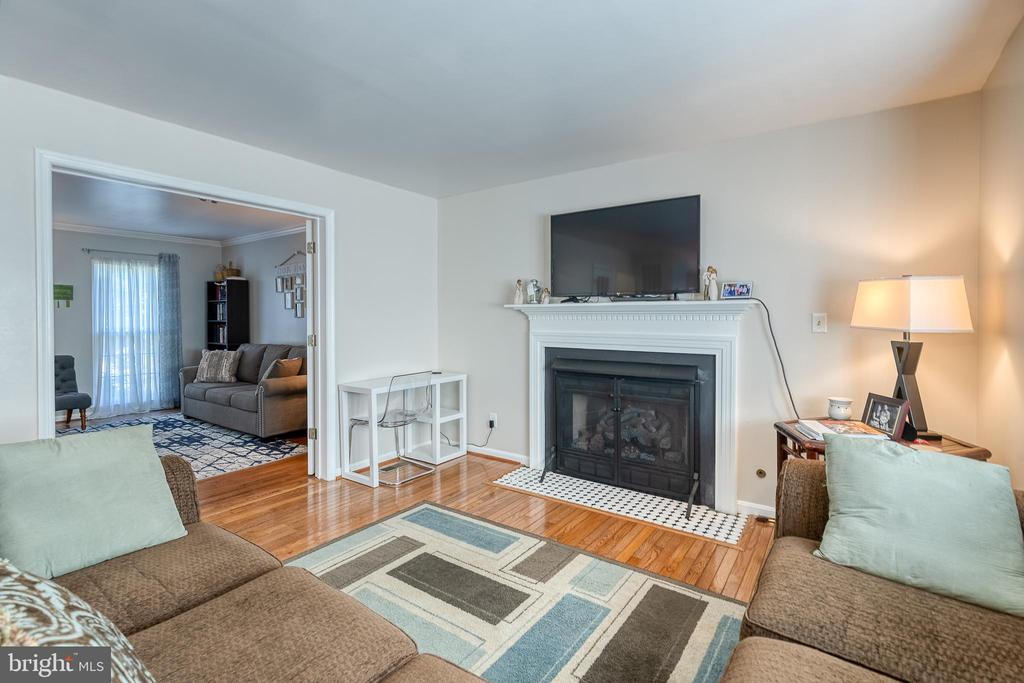Family room with access to formal living room - 132 NORTHAMPTON BLVD, STAFFORD