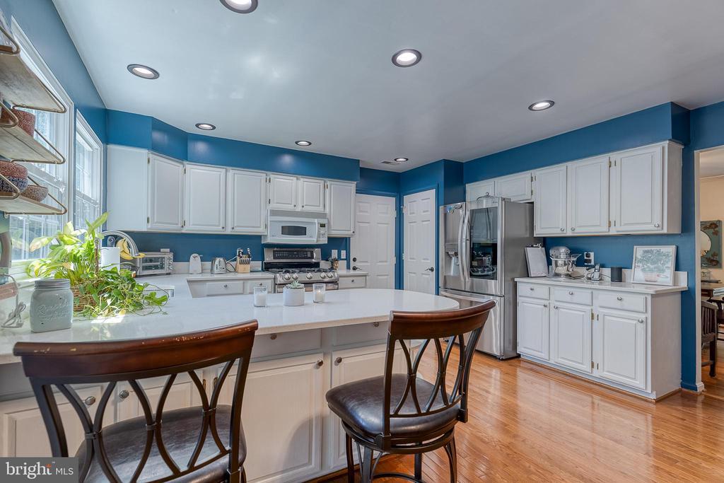 Recessed lighting and hardwood floors - 132 NORTHAMPTON BLVD, STAFFORD