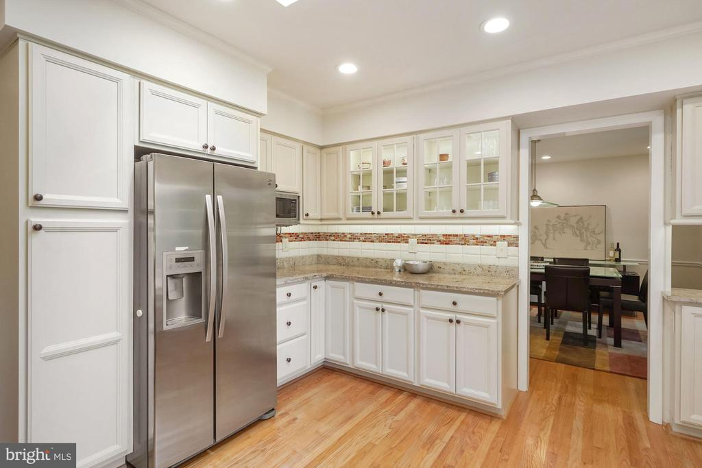 Renovated Kitchen with Neutral Finishes - 5312 CARLTON ST, BETHESDA