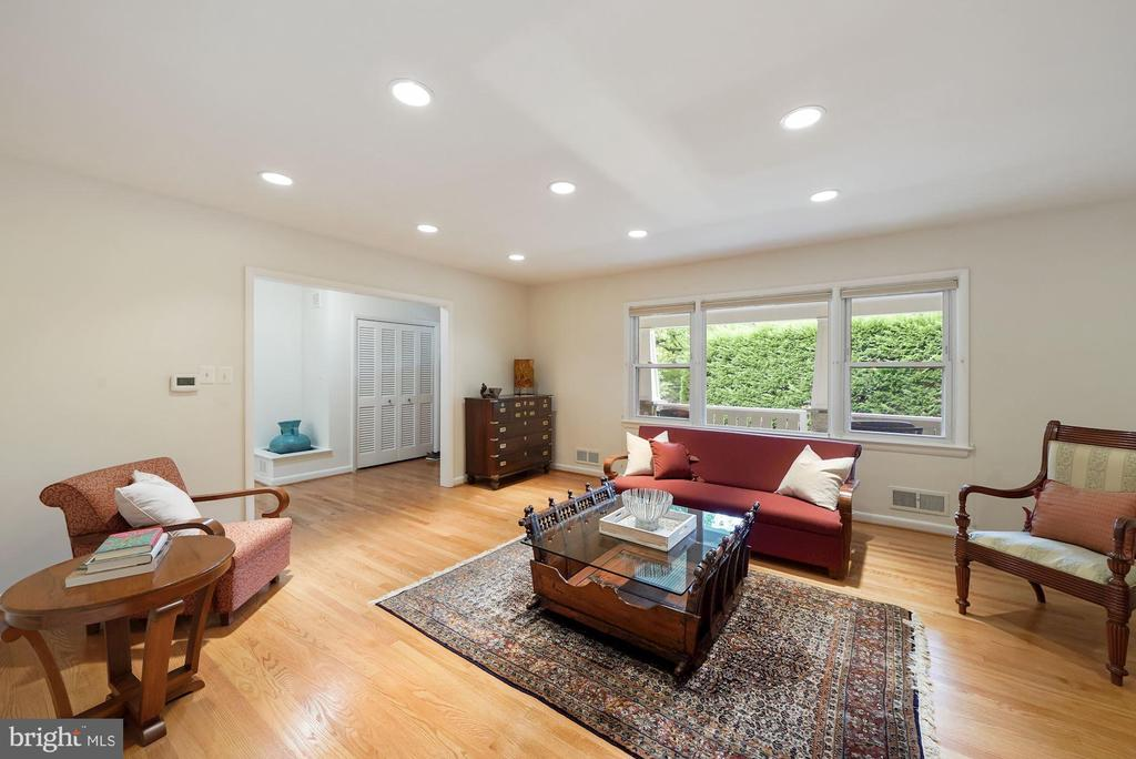 Large and Bright Living Room - 5312 CARLTON ST, BETHESDA