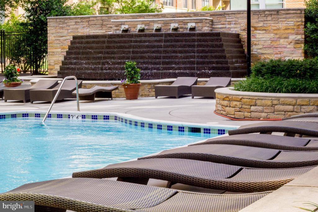 Pool - 11990 MARKET ST #215, RESTON