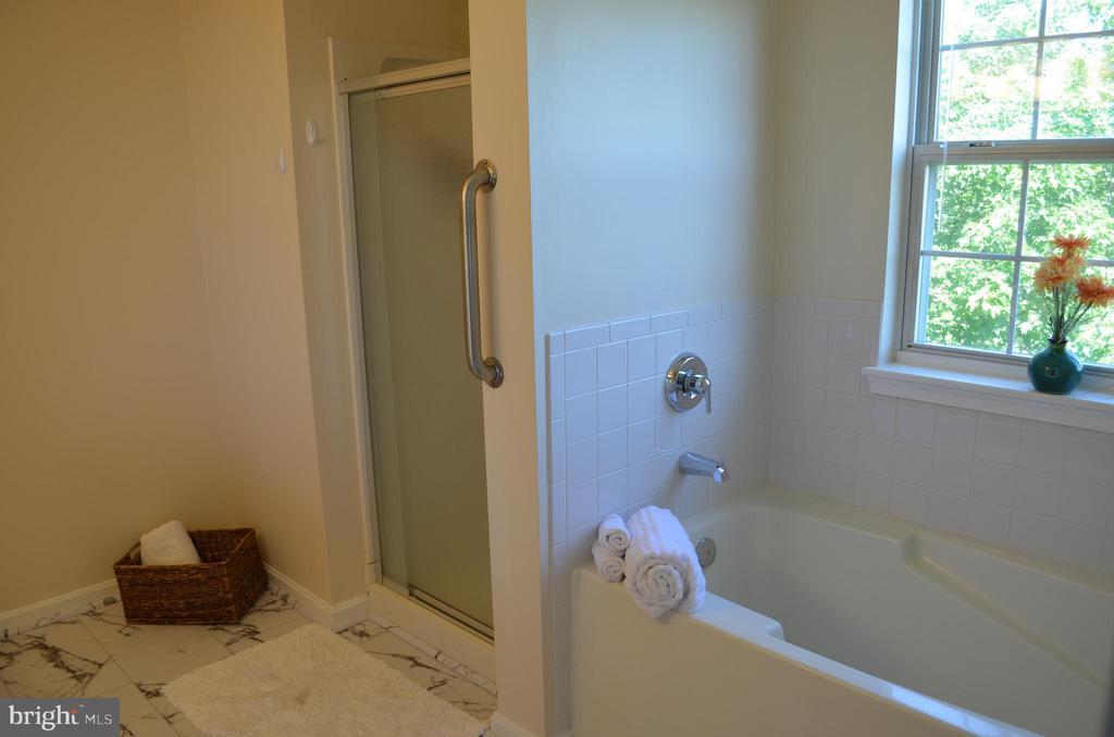 Master Bath with separate shower/soaking tub - 4900 EDGEWARE TER, FREDERICK
