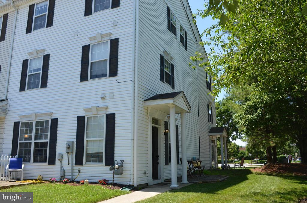 End unit back-to back townhome - 4900 EDGEWARE TER, FREDERICK
