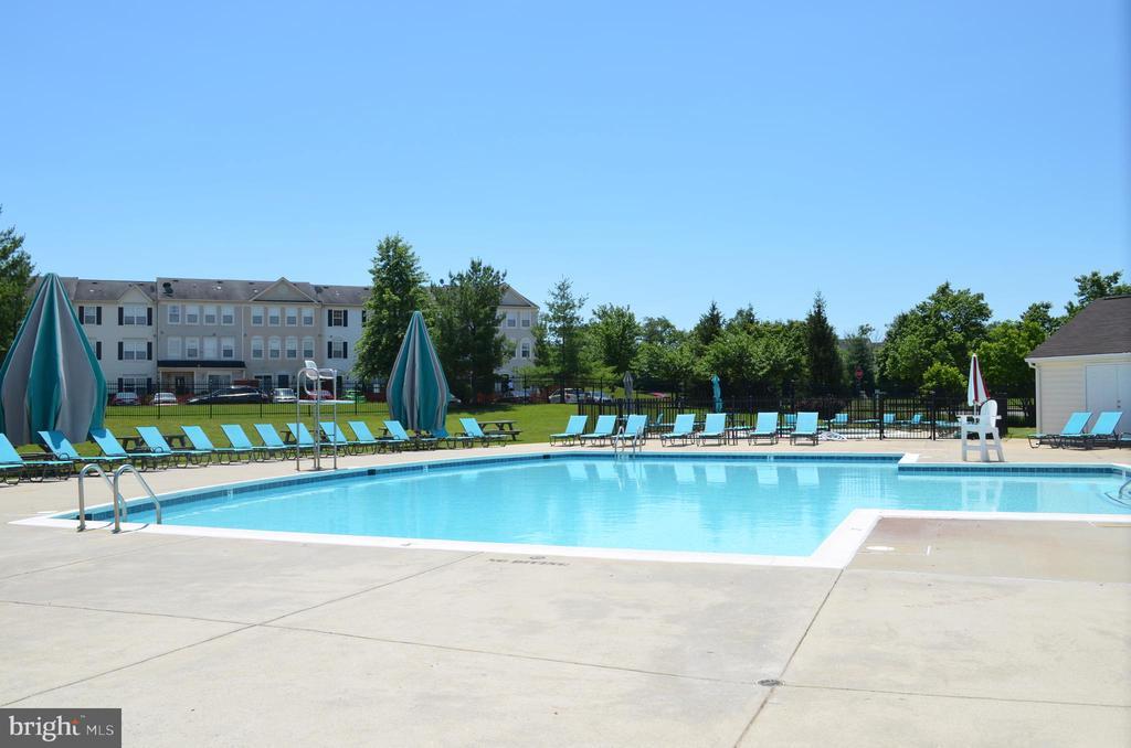 Community pool - 4900 EDGEWARE TER, FREDERICK