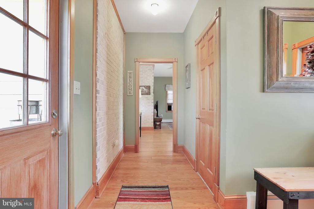 Mud room - 5201 RELIANCE, MIDDLETOWN