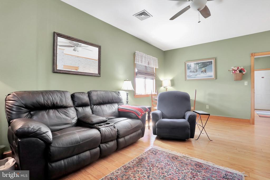 Sitting area off mud room - 5201 RELIANCE, MIDDLETOWN