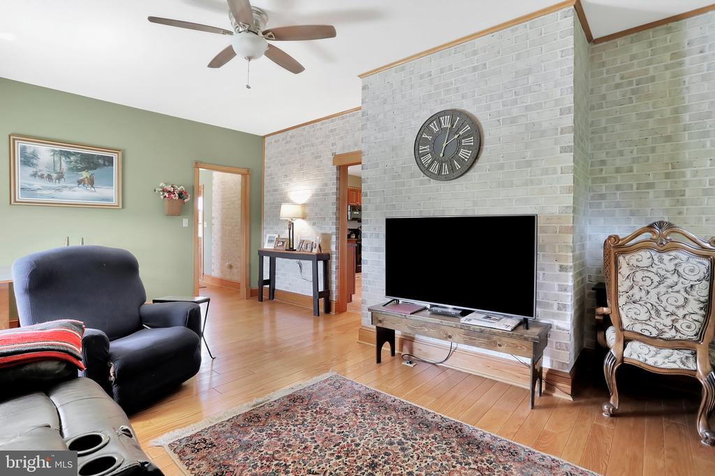 Sitting area - 5201 RELIANCE, MIDDLETOWN