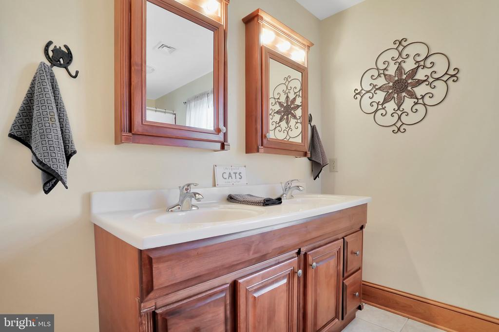 2nd bath upstairs - 5201 RELIANCE, MIDDLETOWN