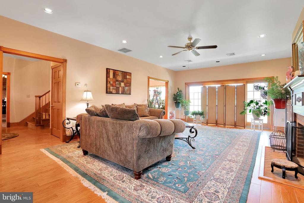 Formal Family Room - 5201 RELIANCE, MIDDLETOWN