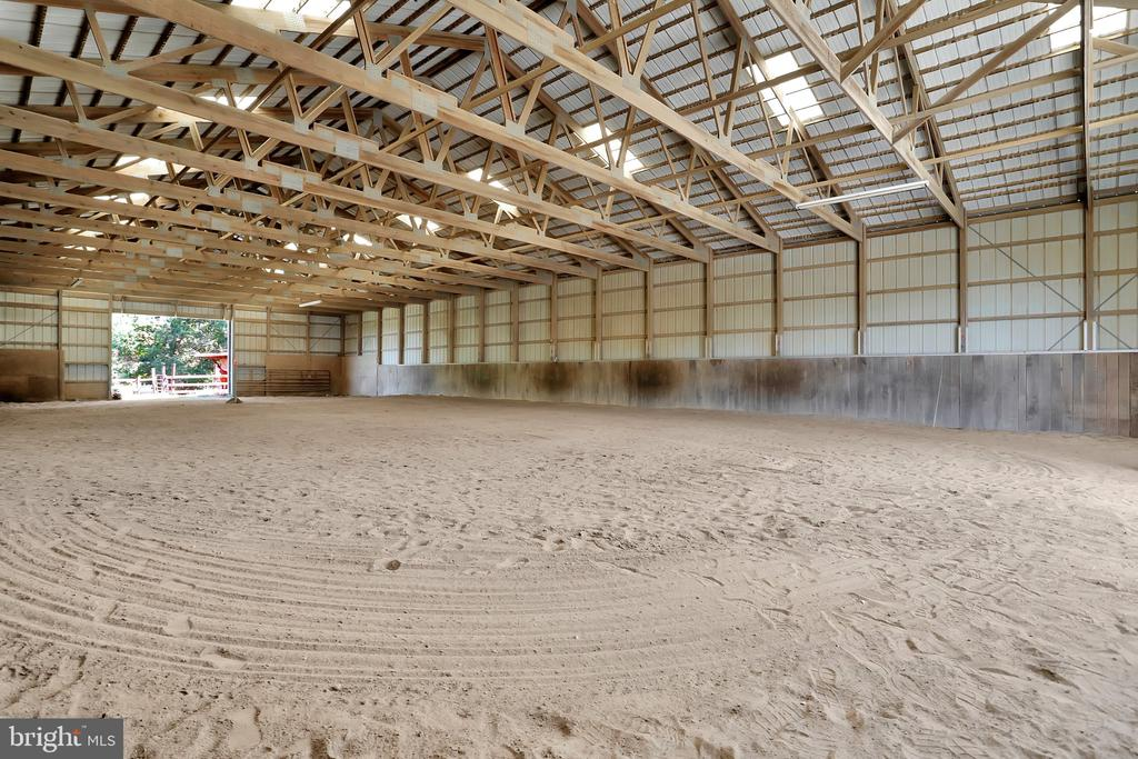 Ever girls dream!!!!!! 120X60 - 5201 RELIANCE, MIDDLETOWN