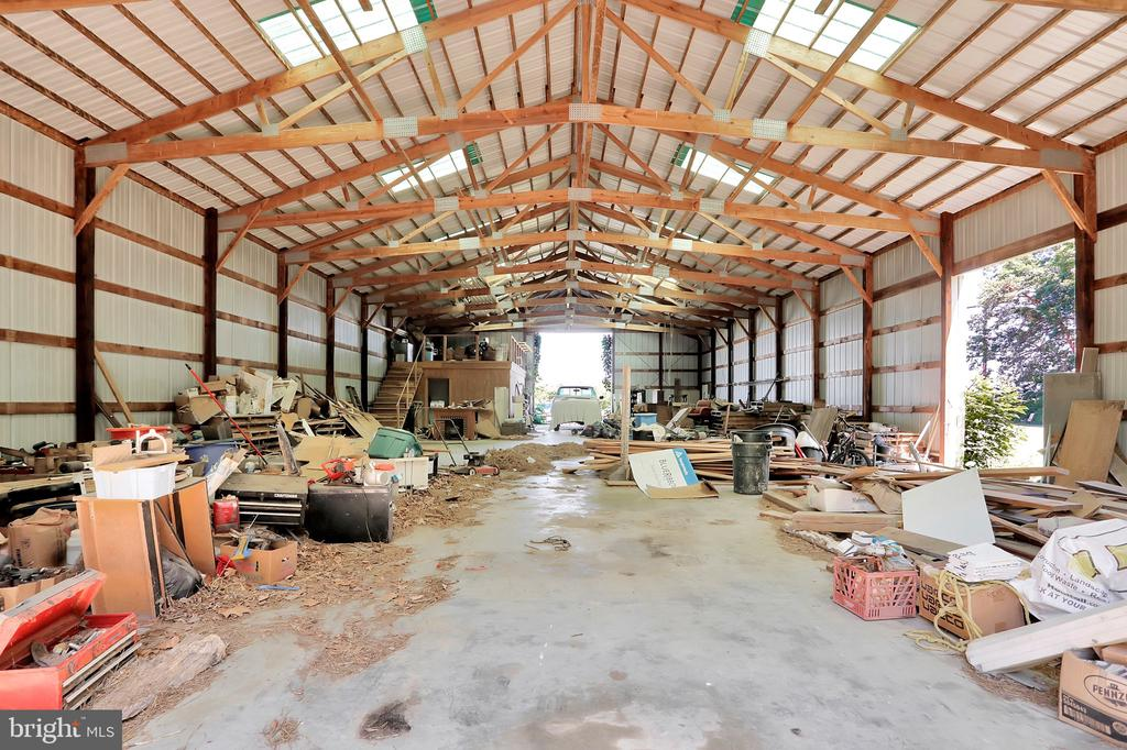Machine shed with concrete floors - 5201 RELIANCE, MIDDLETOWN