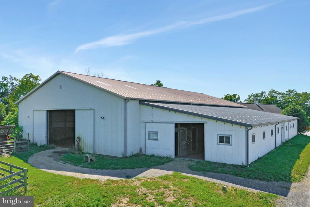 Barn 1 with arena - 5201 RELIANCE, MIDDLETOWN