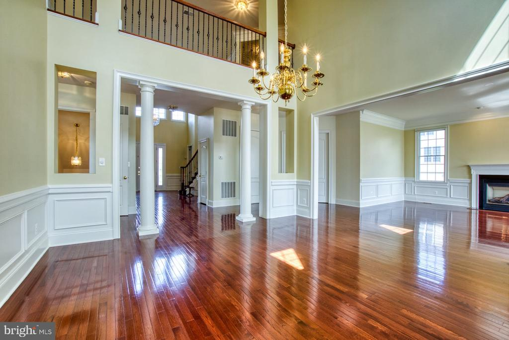 2 STORY DINING ROOM WAS MADE FOR GREAT GATHERINGS! - 20003 BELMONT STATION DR, ASHBURN