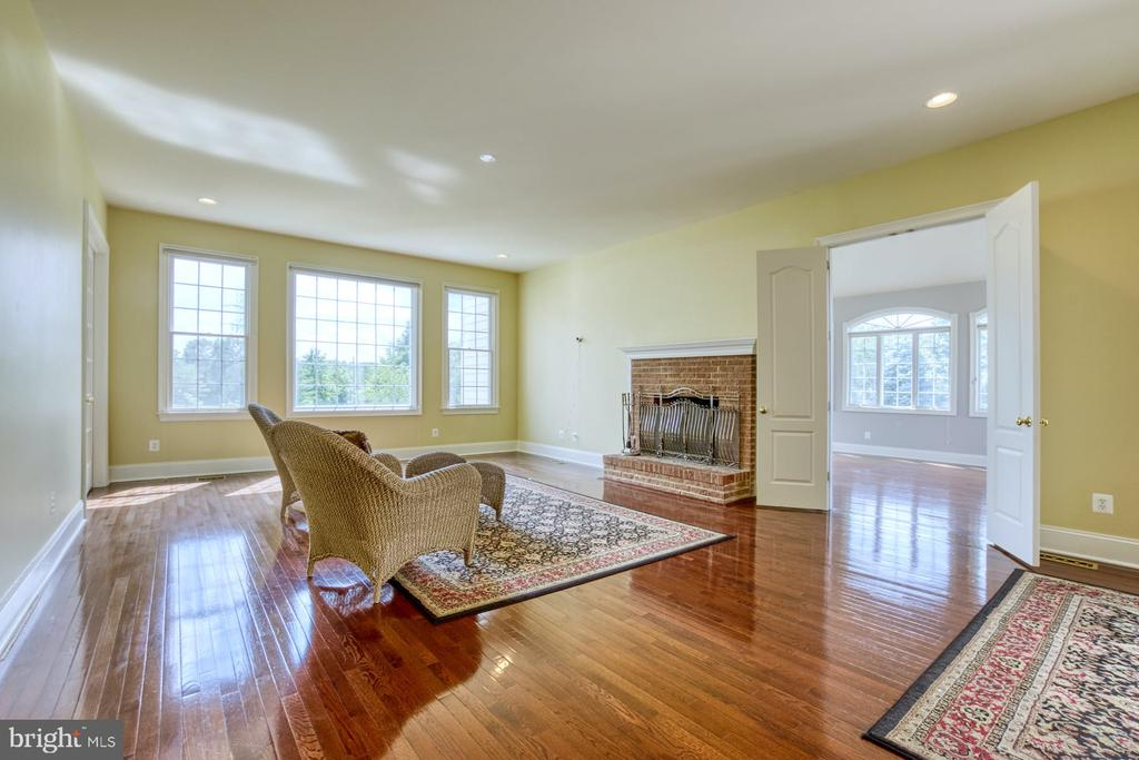 FAMILY ROOM LEADS TO THE CONSERVATORY - 20003 BELMONT STATION DR, ASHBURN