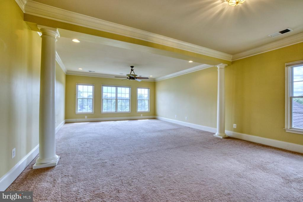 PRIMARY BEDROOM SUITE WITH SITTING AREA - 20003 BELMONT STATION DR, ASHBURN