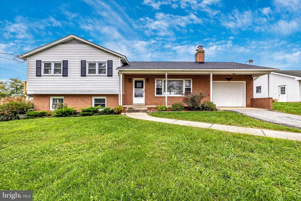 Beautiful split level with one car garage - 9822 HANSONVILLE RD, FREDERICK
