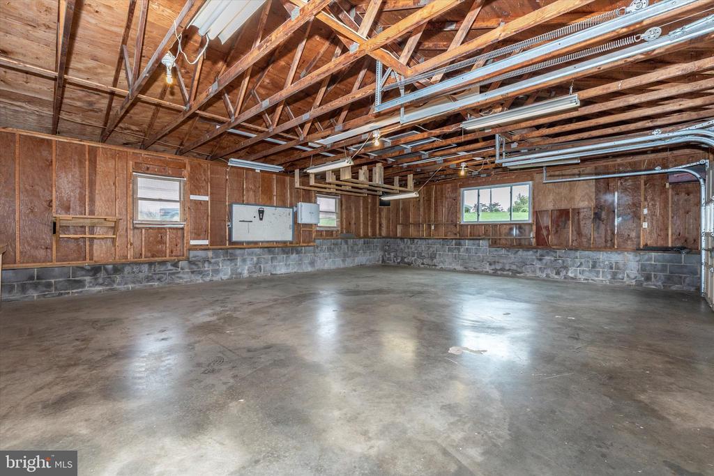Oversized 3 car garage - 9822 HANSONVILLE RD, FREDERICK