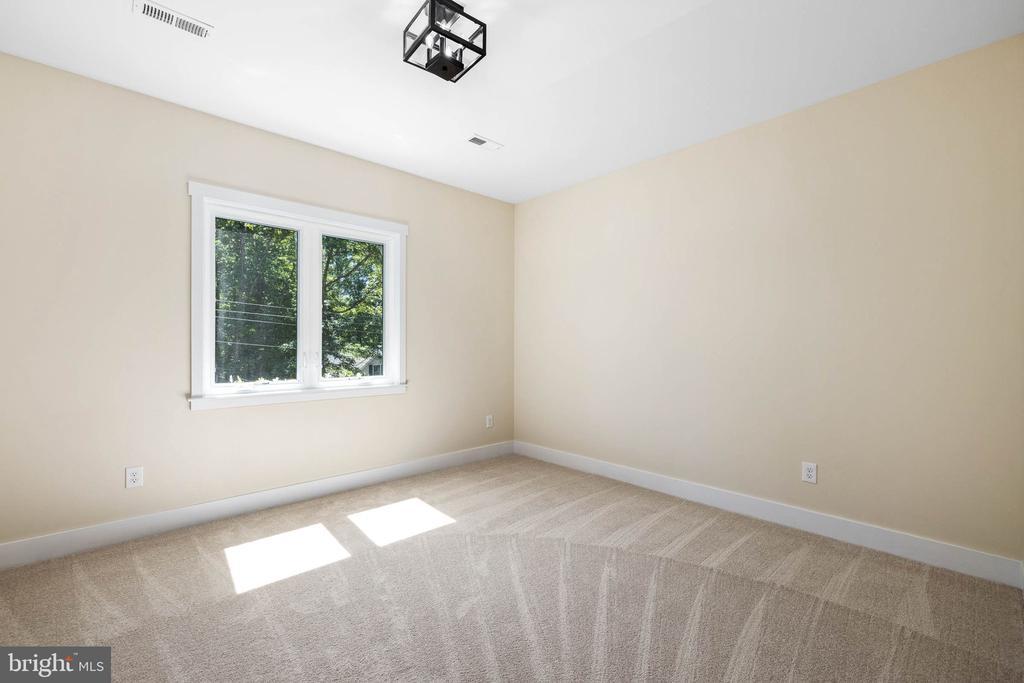 4 spacious bedrooms - 418 BIRDIE RD, LOCUST GROVE