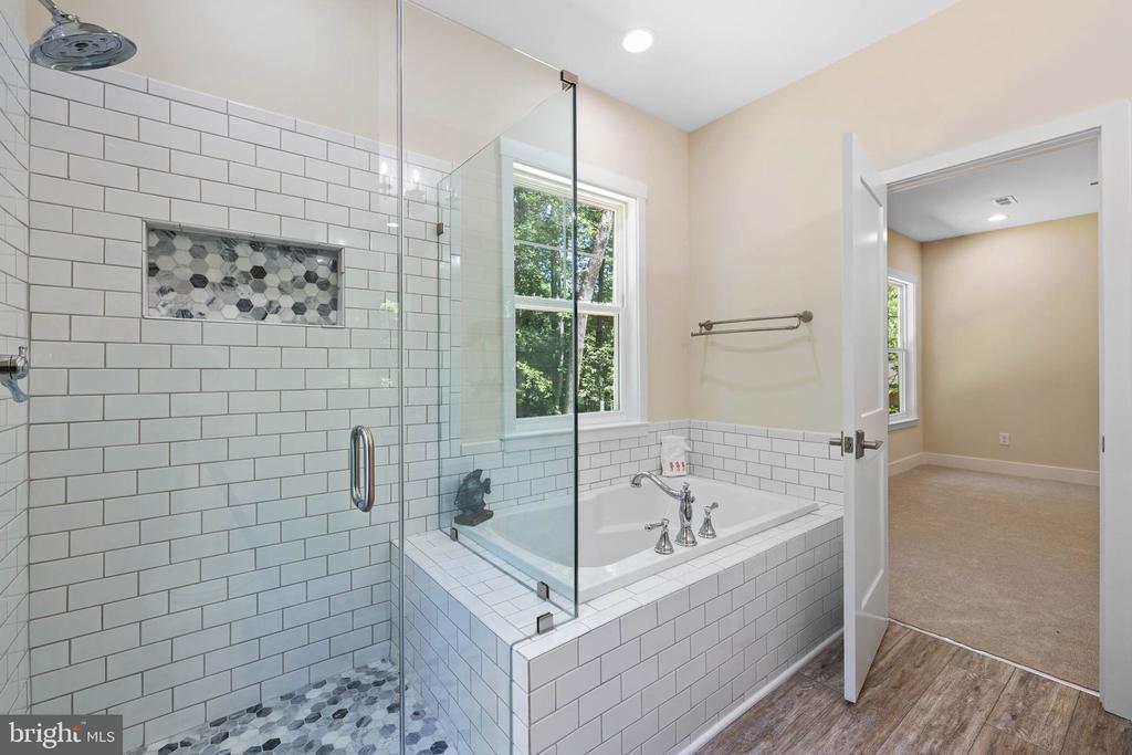 Oversized Ceramic shower with glass surround - 418 BIRDIE RD, LOCUST GROVE