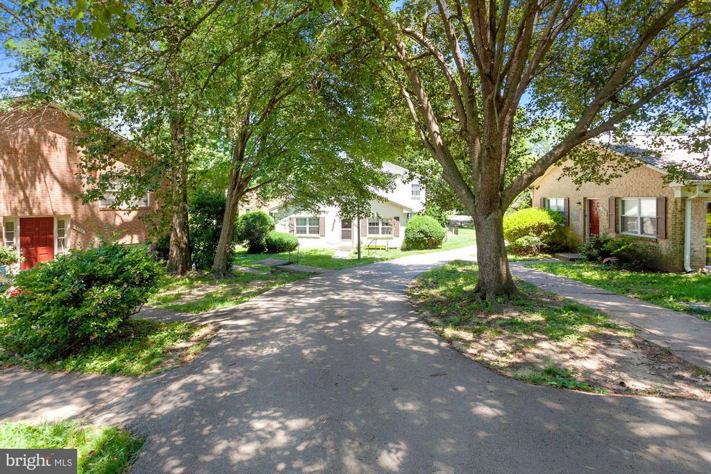Stroll through the neighborhood! - 9761 HAGEL CIR #E, LORTON