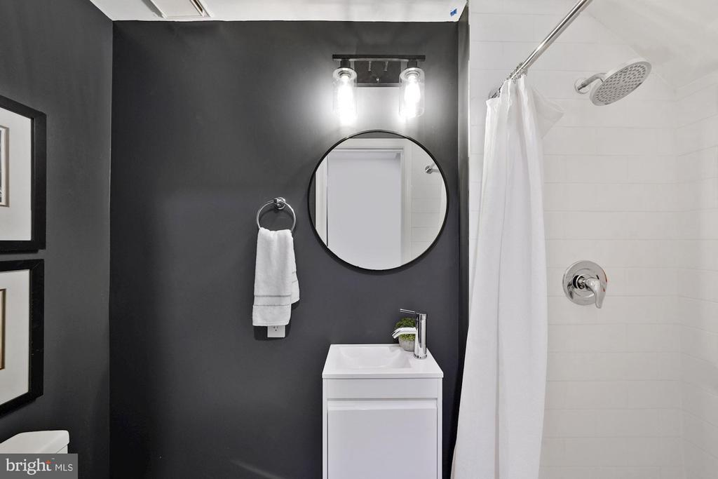 4th full bathroom - 4110 WASHINGTON BLVD, ARLINGTON