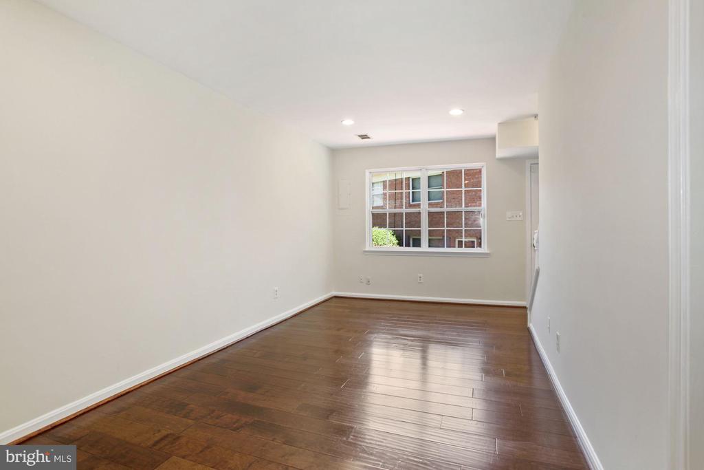The living room. - 9761 HAGEL CIR #E, LORTON